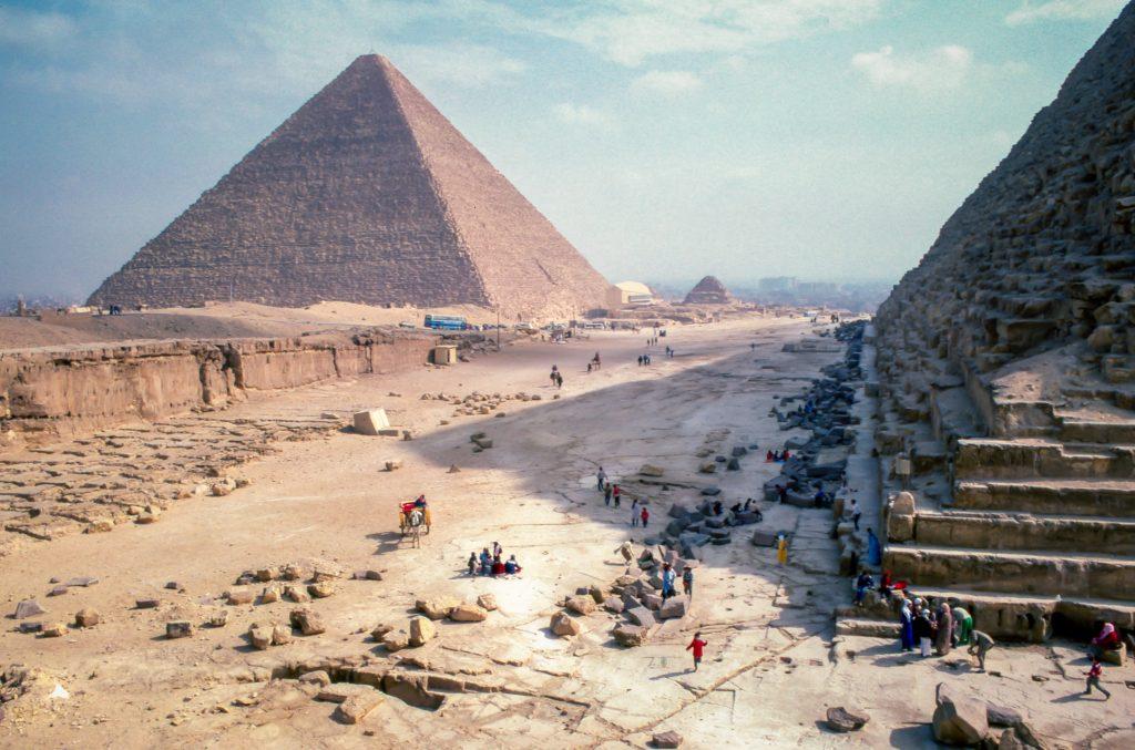 visit cairo pyramids