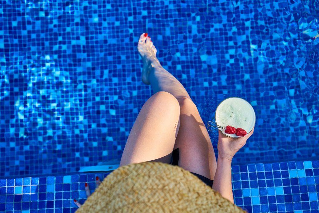hotel pool bar amman