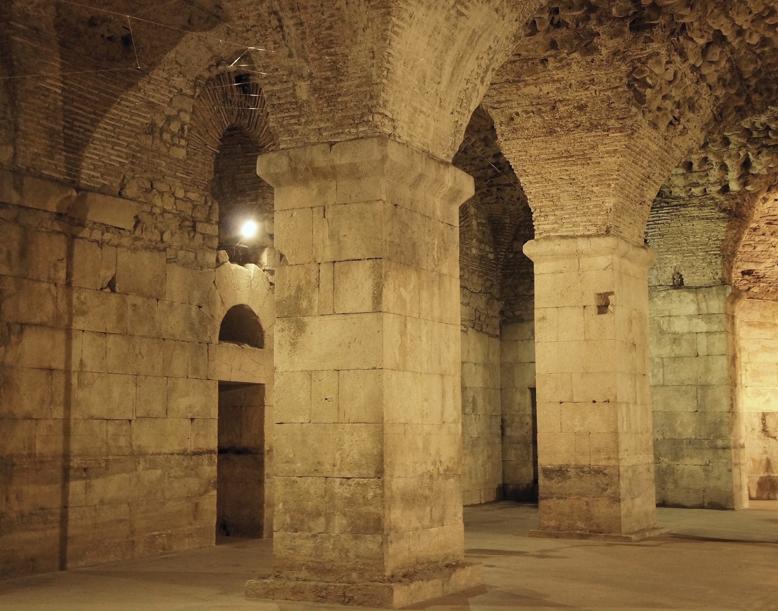 Explore Queen Daenerys Dragon Keep During Your Game Of Thrones Tour In Split