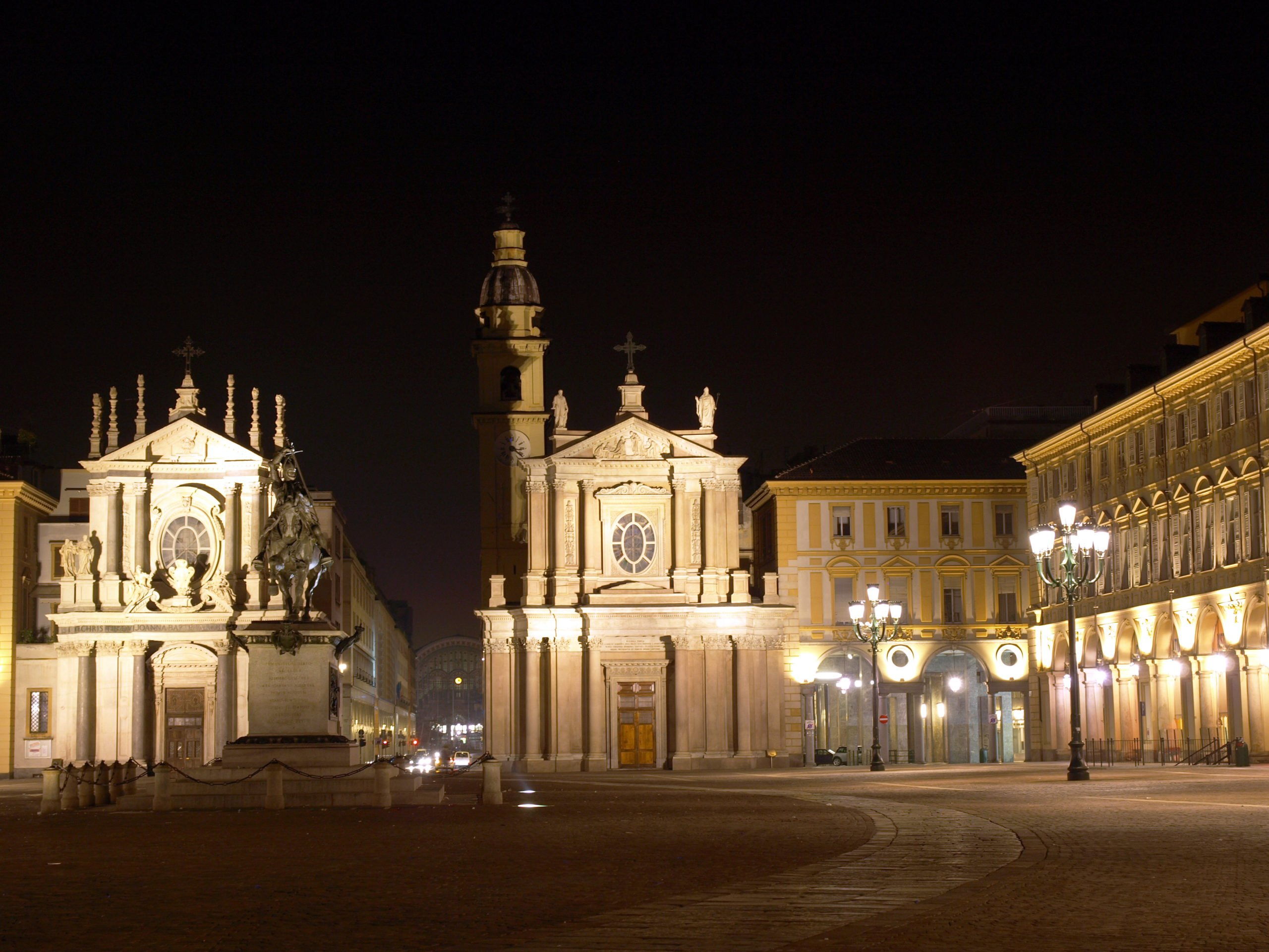 Enjoy A Walk With Your Local Guide During The Turin Night Walking Tour