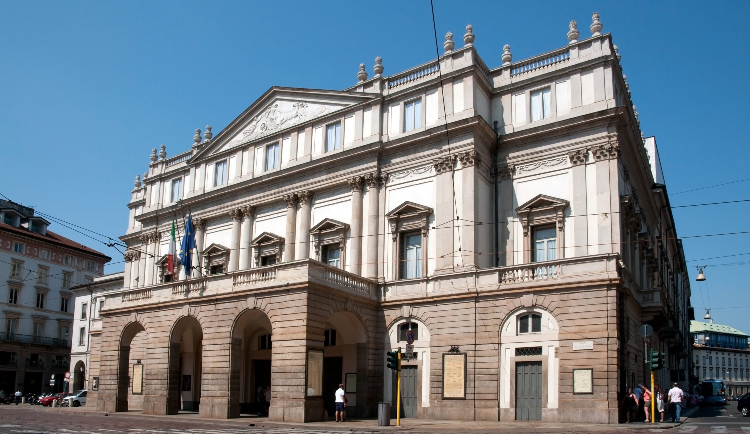 Pass By The Scala Theatre On The Insider Milan City Tour