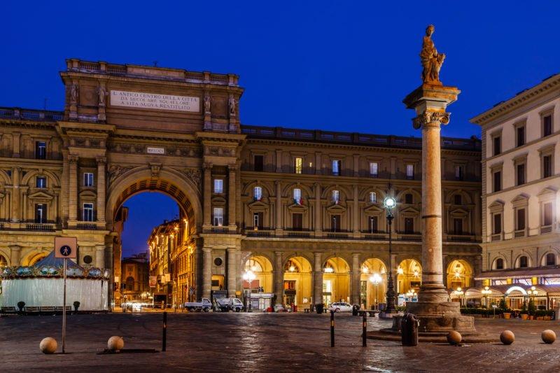 Start The Florence Night Walk At The Piazza Della Republica