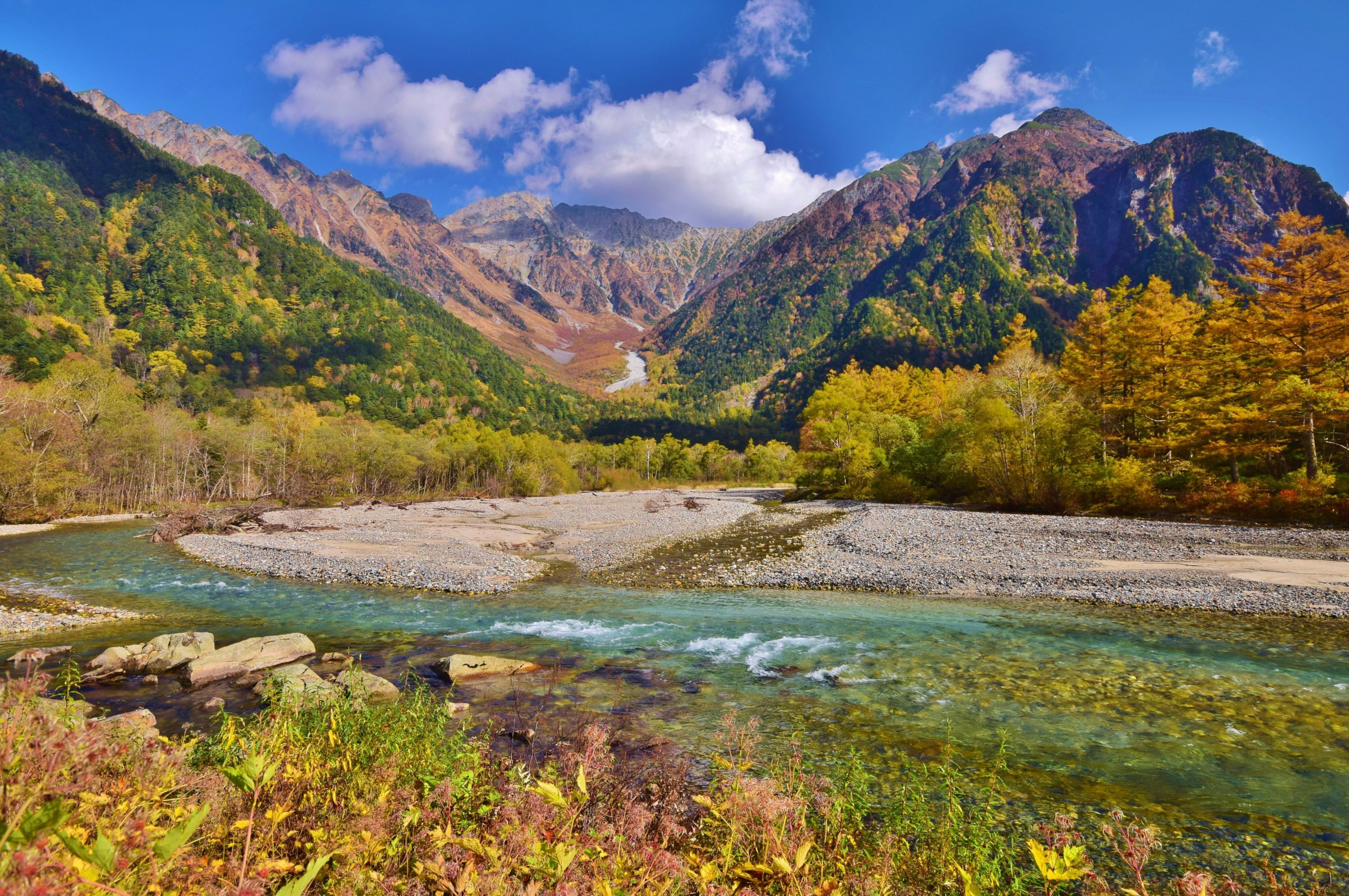 Admire The Beautiful Colours During Autum On The Kamikochi Hiking Tour From Hirayu Onsen
