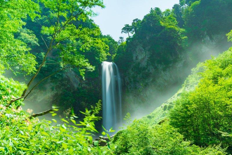 Enjoy A Wonderful Hike At The Hirayu Waterfall