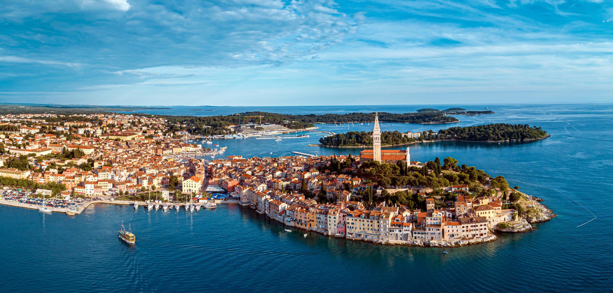 Experience Beautiful Towns On The Adriatic Coast On The On The Best Of Adriatic Sea 11 Day Package Tour (slovenia-croatia-bosnia And Herzegovina-montenegro)