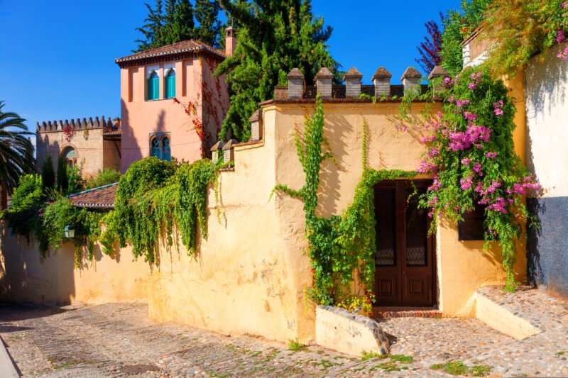 Discover The Oldest Neighbourhood Of Granada On The Granada Tour From Seville
