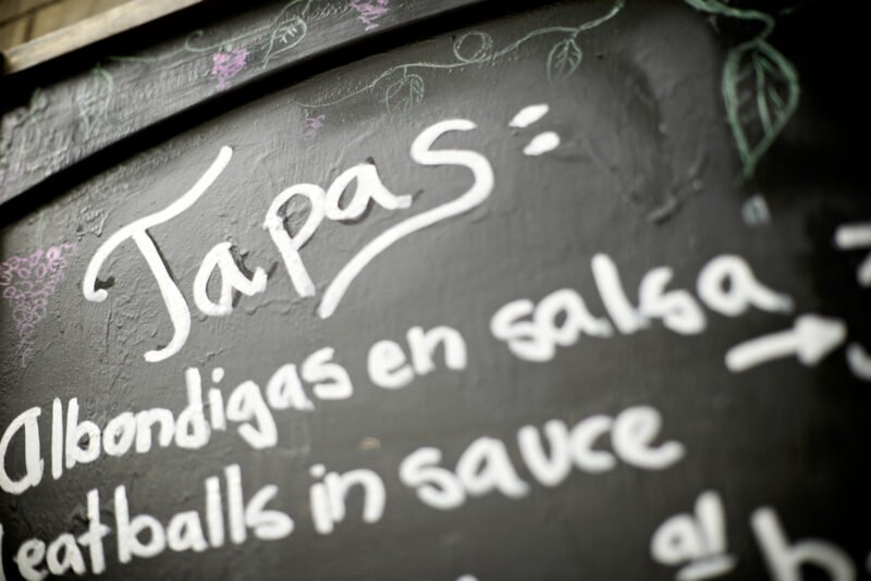 Join Us To The Alternative Market And Tapas Tour In Seville