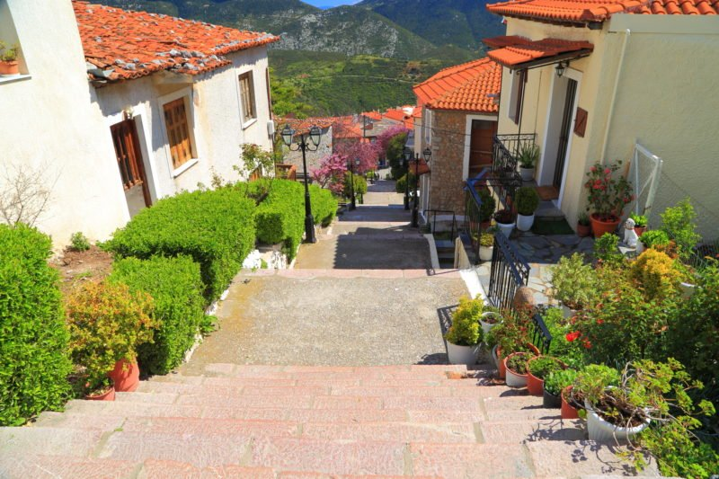Stroll Through The Streets Of Arachora On The Delphi History And Hiking Tour From Athens