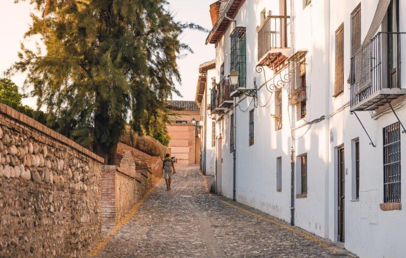 Stroll Through The Streets Of Albaicin On The Tapas Trail & Gypsy Flamenco Show In Granada