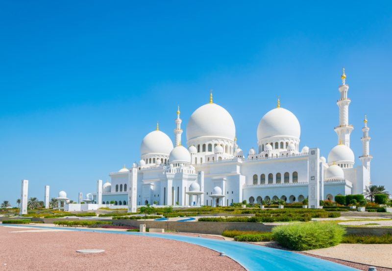 Visit The Famous White Mosque Of Abu Dhabi