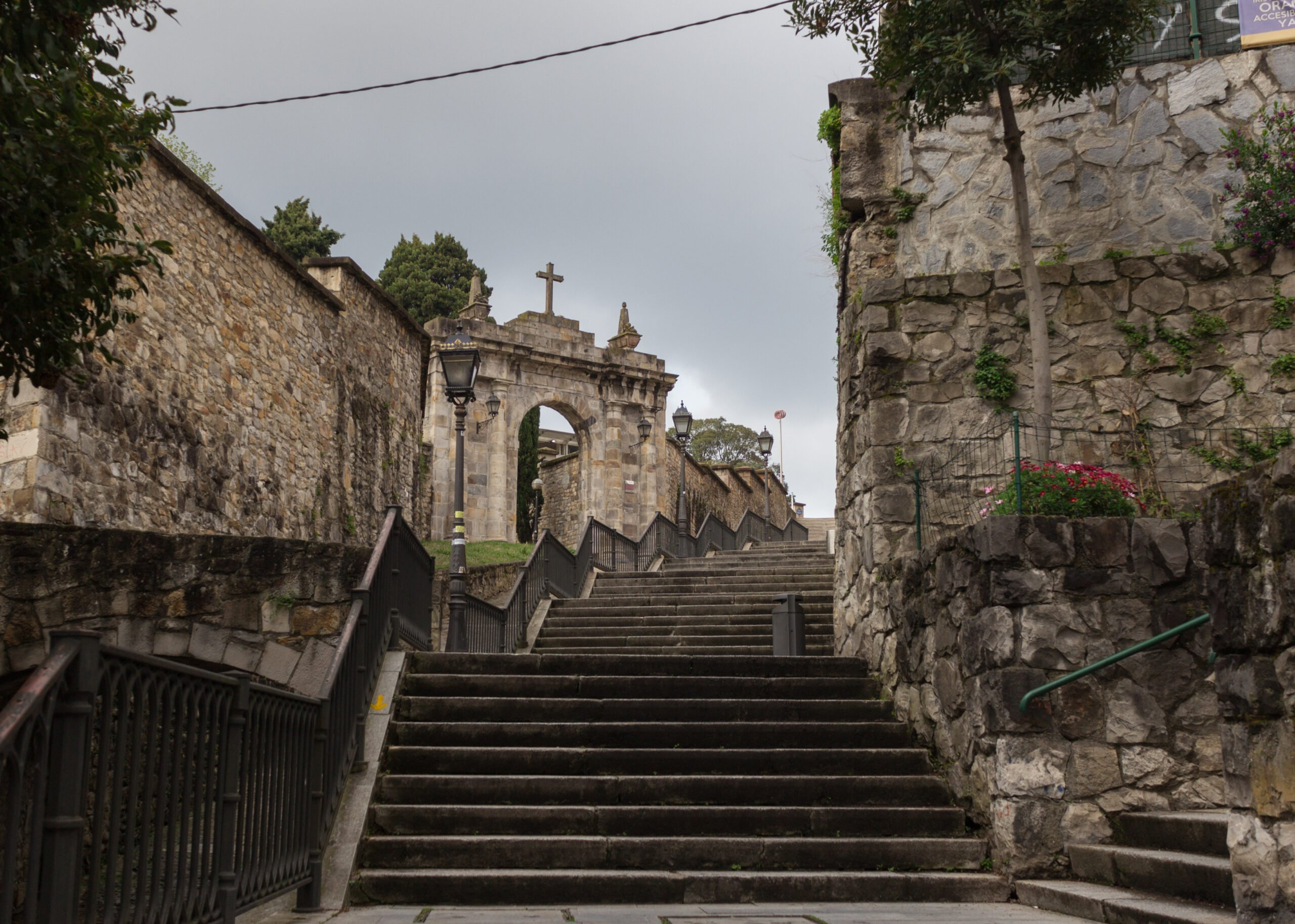 Discover The Old City Of Bilboa On The Txakoli Wine Tasting Tour From Bilbao