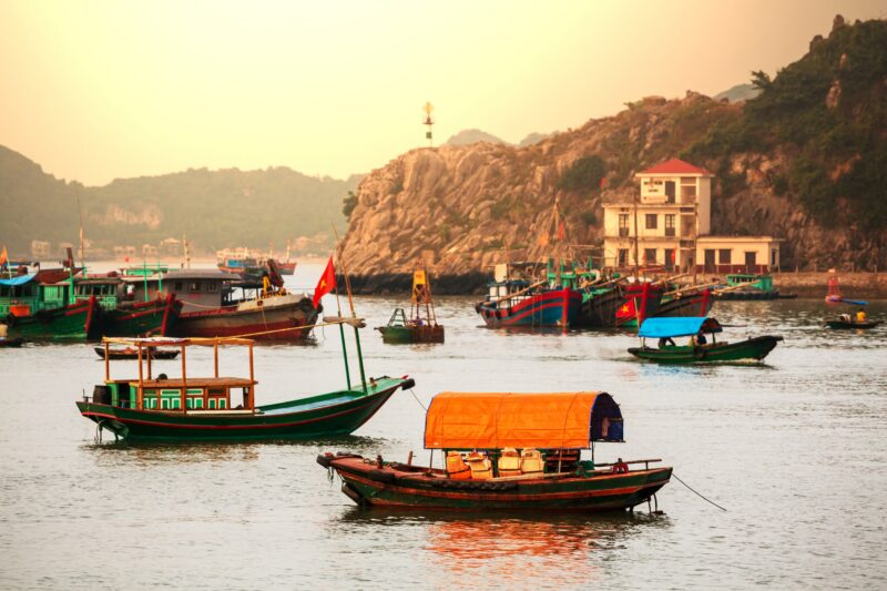 Ha Long Bay Exquisite Vietnam 13 Day Package Tour