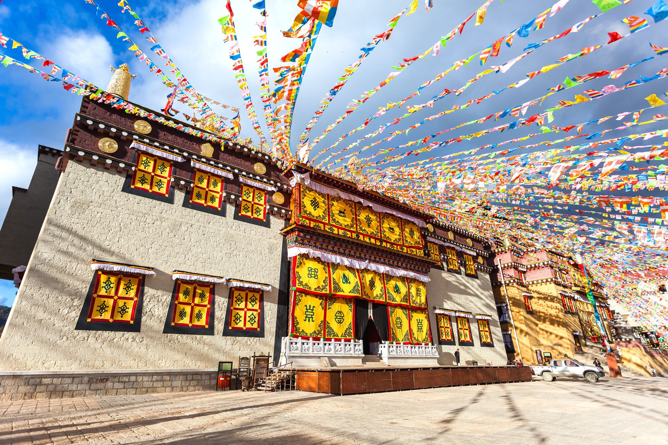 Visit Songzanlin Monastery In Our 8 Day Wild Yunnan Package