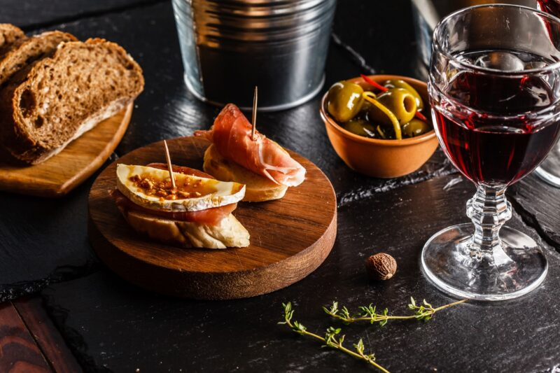 Join The Barcelona Walking Tour & Wine Tasting Experience