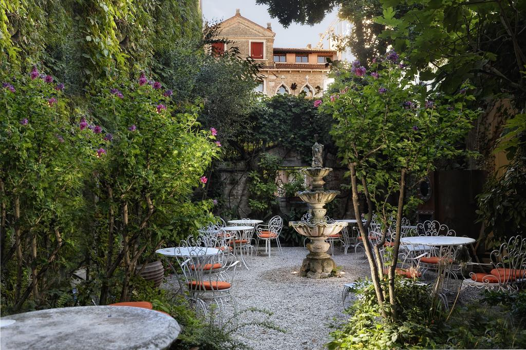 The secluded courtyard at Hotel Flora