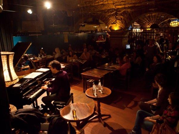 Enjoy live music in Verona
