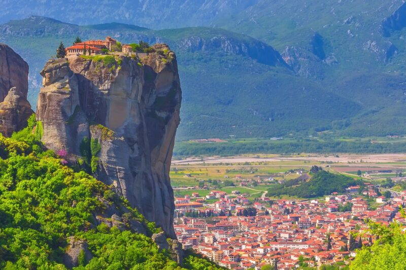 Join Our Meteora Tour From Thessaloniki By Bus