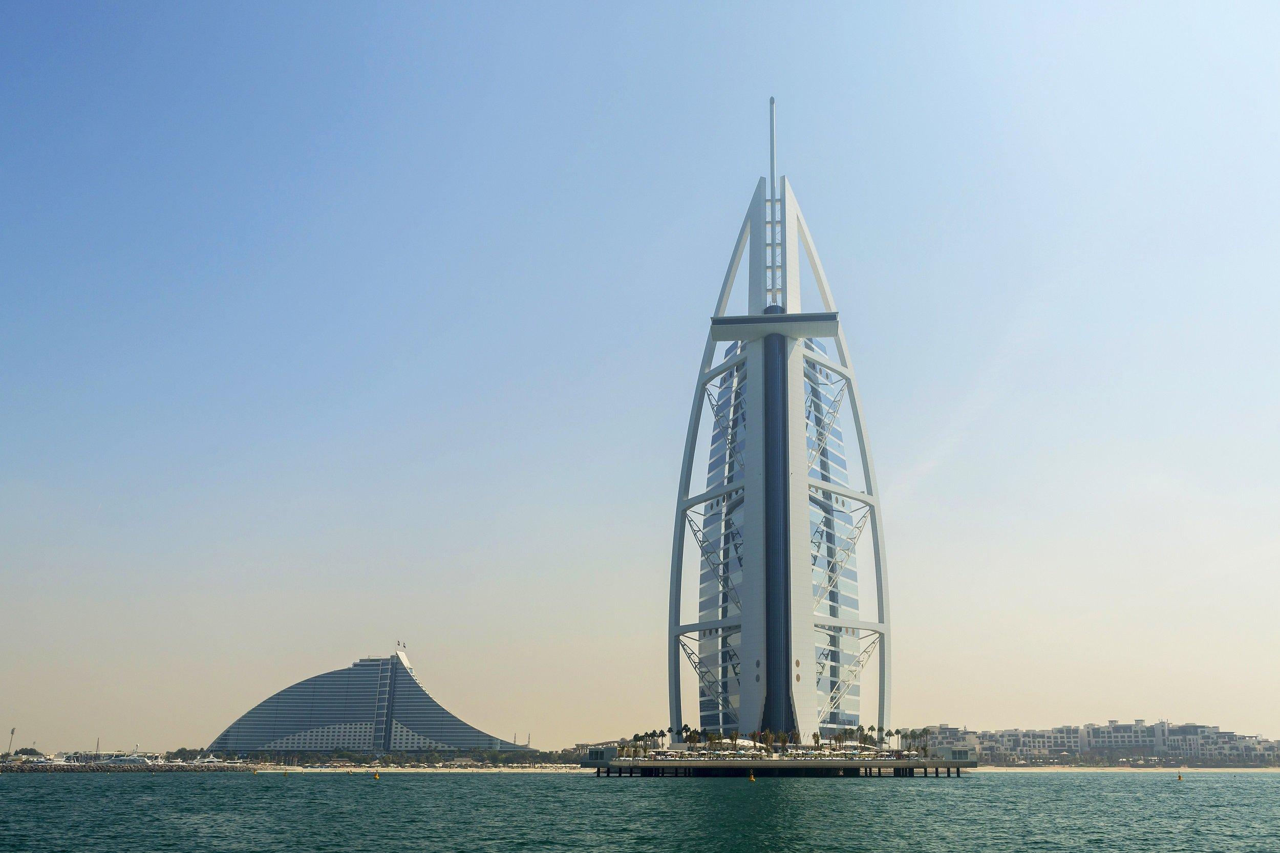 Dubai-abu-dhabi-5-day-city-break-tour-package_1