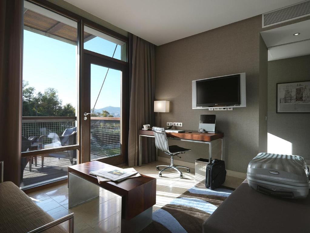 Natural light fills the rooms at Hotel Miramar Barcelona GL