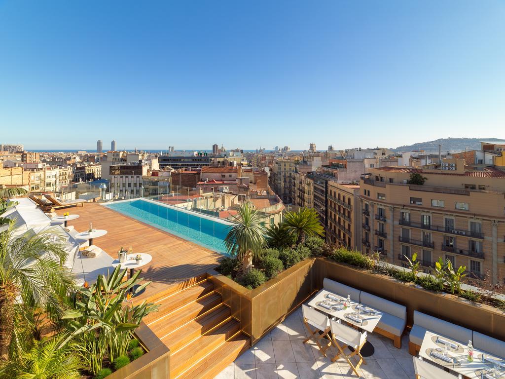Rooftop infinity pool, The One Barcelona GL