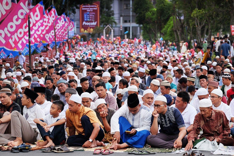 Understanding personal space in Indonesia