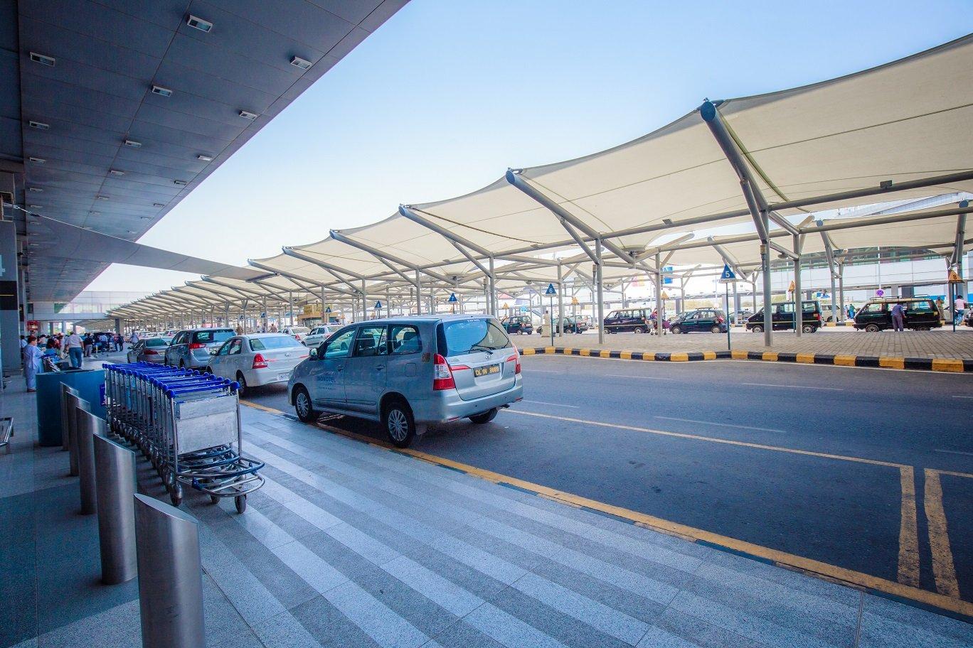 Connecting between New Delhi Airport terminals