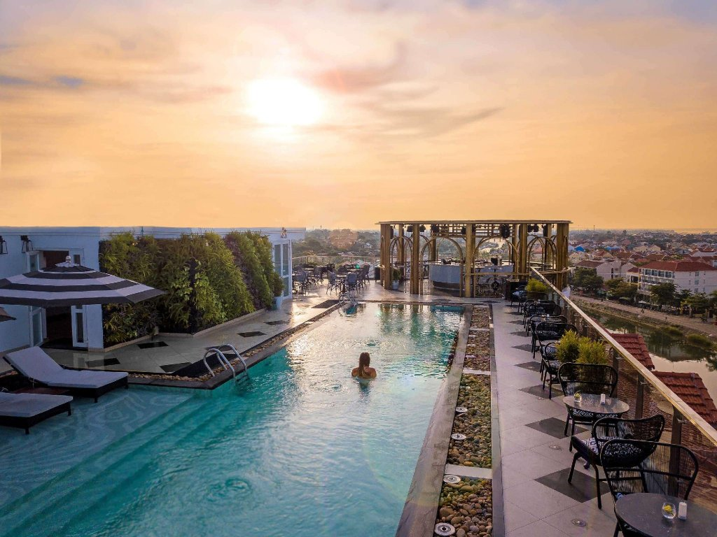 Rooftop pool Hotel Royal Hoi An