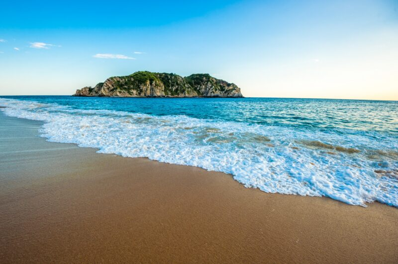 Visit The 5 Bays Of Huatulco On The 6 Day Highlights Of Huatulco & Surrounding Package Tour.