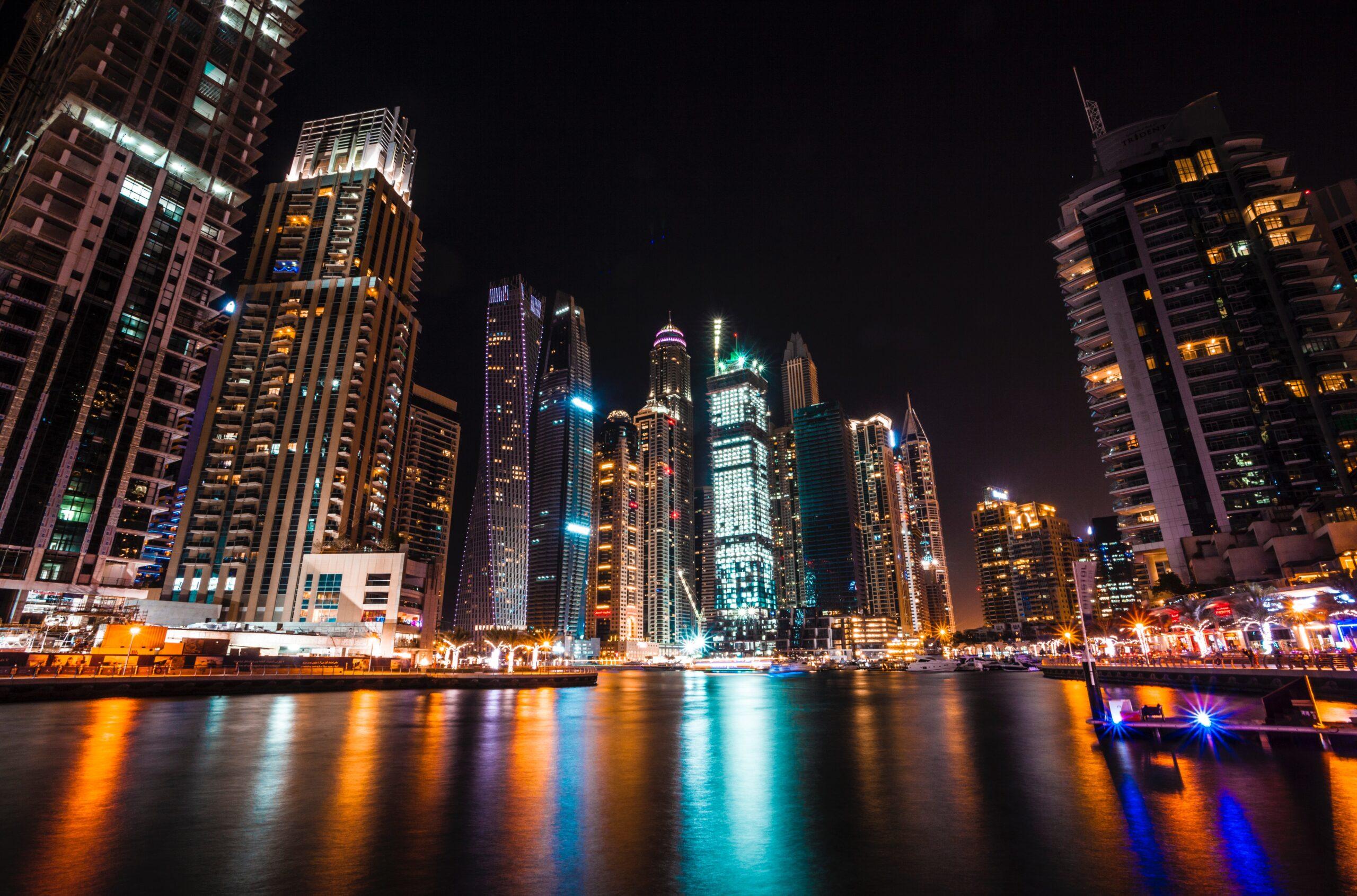 See Dubai At Night On Our Dubai Night Tour & Dhow Cruise Dinner