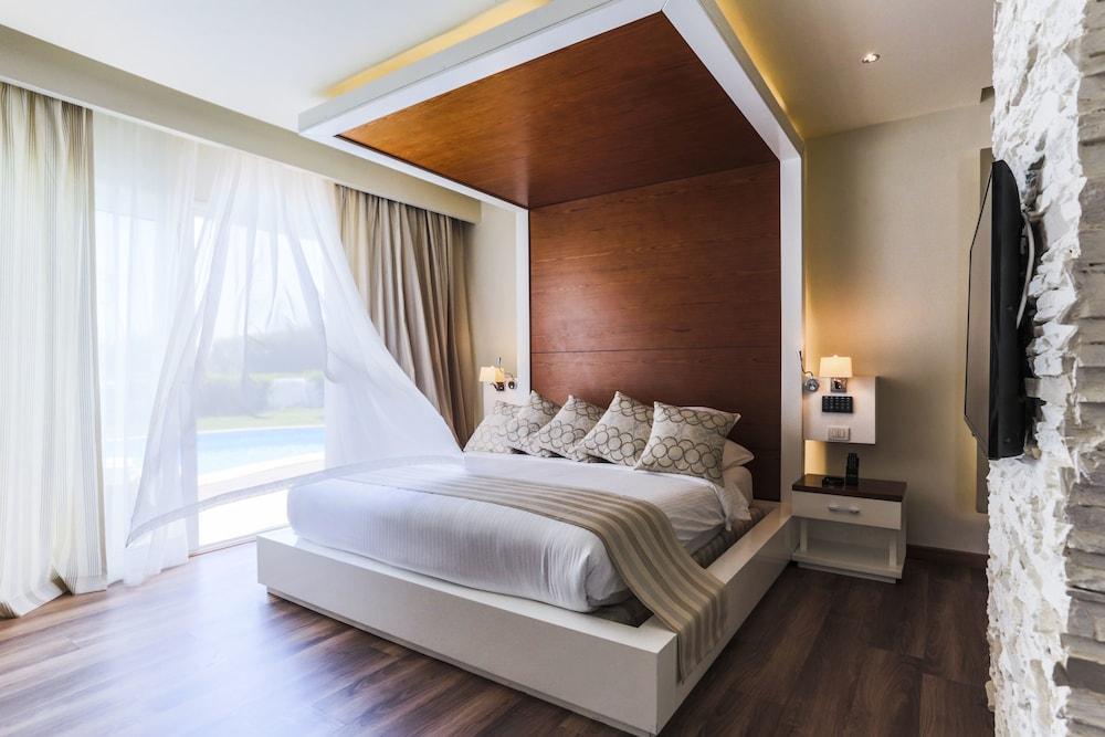 Stylish modern stays at Sunrise Grand Select Montemare Resort